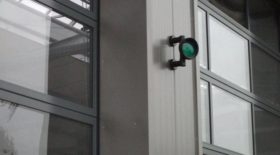 Weiterlesen: Jeder Fahrzeugstellplatz ist mit einer grünen Ampel versehen. | Bild: Meyer