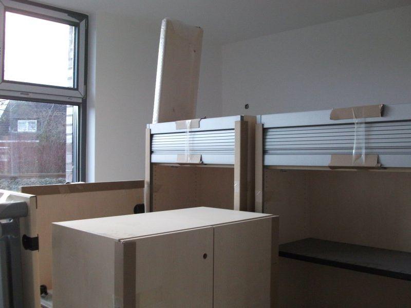 Die Büromöbel sind bereits angeliefert | Bild: Meyer